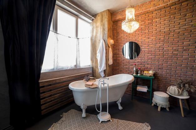 Design de interiores com banheira vintage Foto Premium