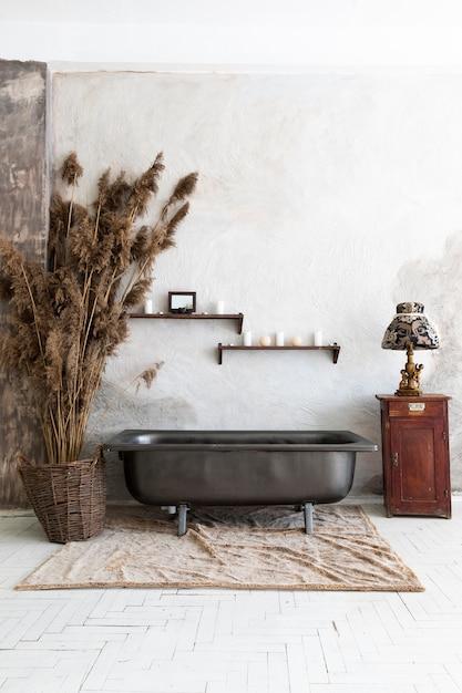 Design de interiores com banheira vintage Foto gratuita