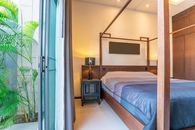 Design de interiores de luxo no quarto da casa de villa de piscina Foto Premium