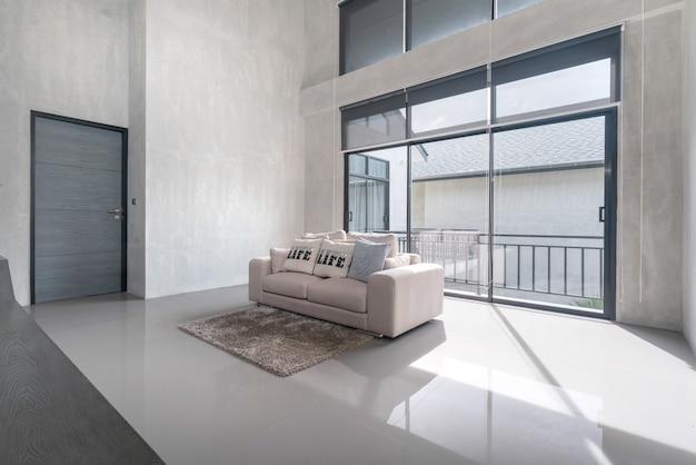 Design de interiores em casa na sala de estar na casa do loft Foto Premium