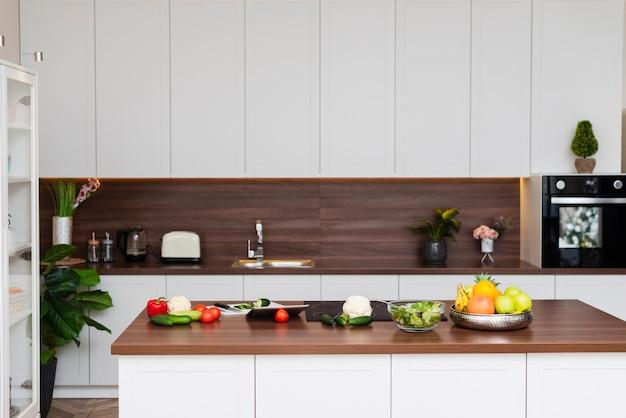 Design elegante para cozinha moderna Foto gratuita