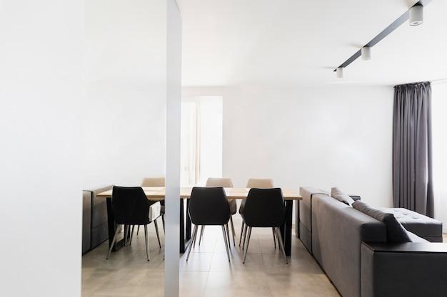 Design minimalista de sala de jantar e sala de estar Foto gratuita
