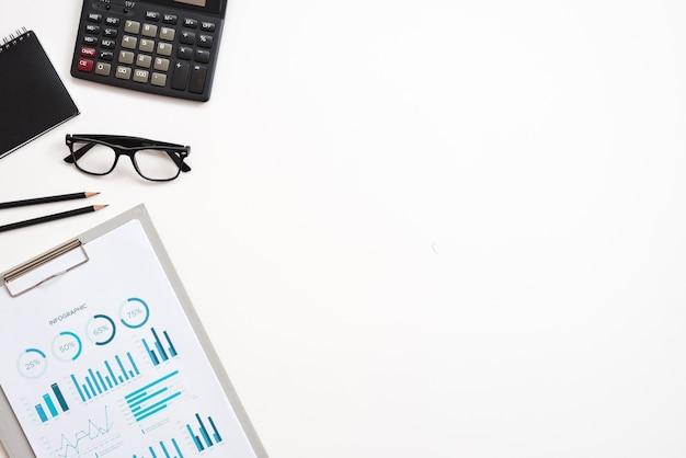 Desktop com elementos de escritório Foto gratuita