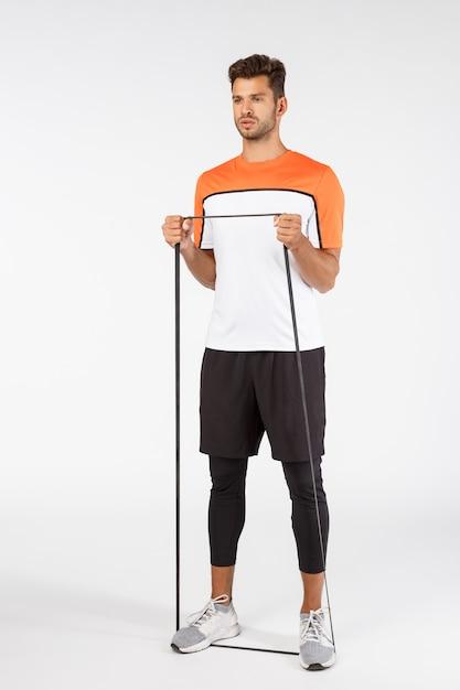 Desportista jovem bonito em activewear Foto Premium