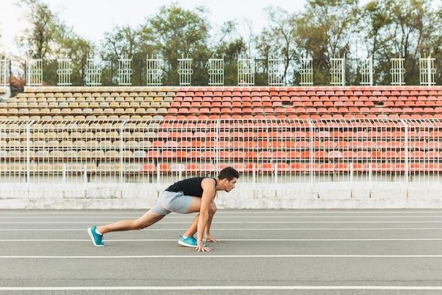 Desportista no início. Foto gratuita