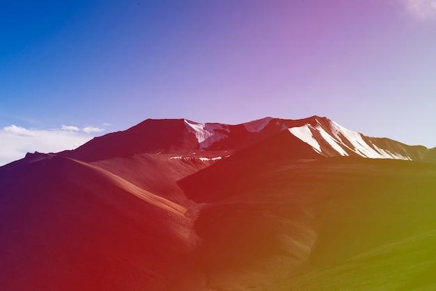 Destino de viagem indiano montanha skyscape atraente Foto gratuita