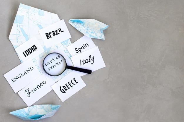 Destino de viagem, seleção de país para viagens, onde ir de férias, mapear lupa Foto Premium