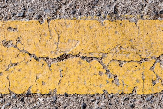 Detalhe, de, estrada, com, linha amarela Foto gratuita