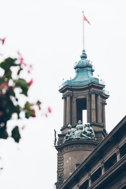 Detalhe, tiro, steeple-crowned, edifícios Foto gratuita