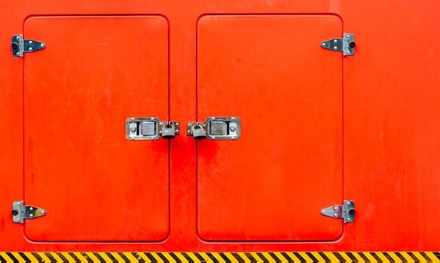 Detalhes de cacifos no carro de bombeiros. Foto Premium