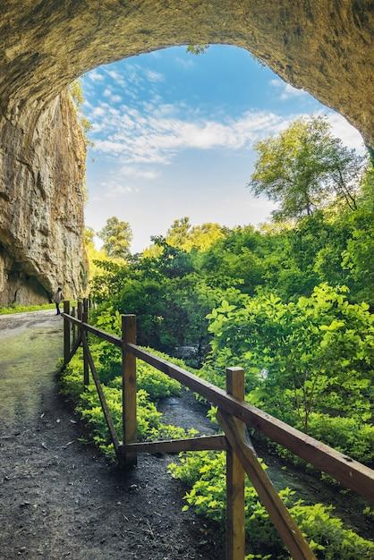 Devetashka caverna na bulgária Foto Premium