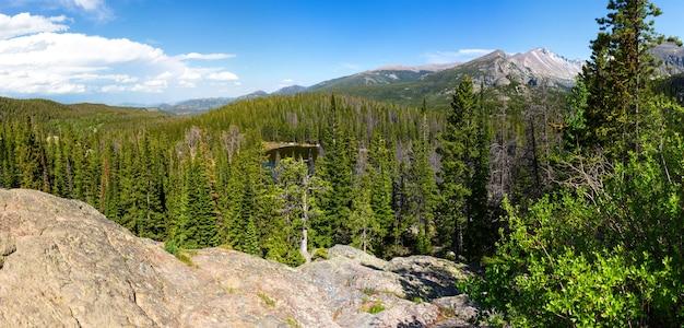 Dia de sol no parque nacional das montanhas rochosas Foto Premium
