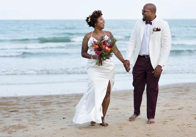 Dia do casamento do casal americano africano Foto Premium