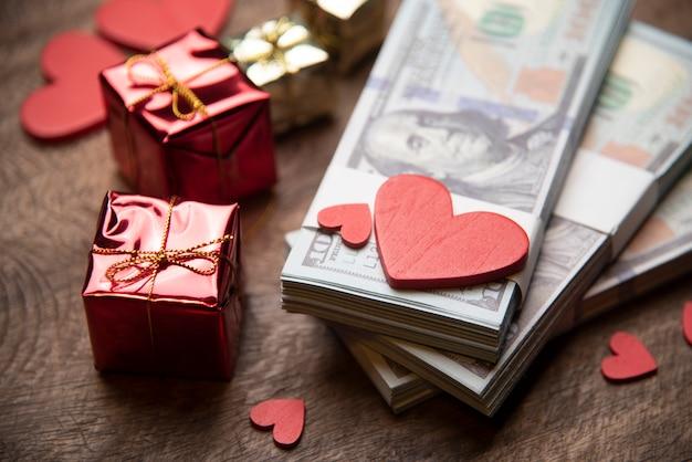 Dia dos namorados e conceito de negócio de dinheiro Foto Premium