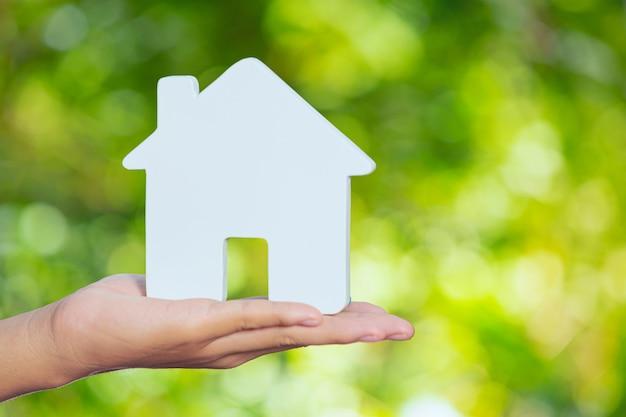 Dia mundial do habitat, casa modelo disponível Foto gratuita