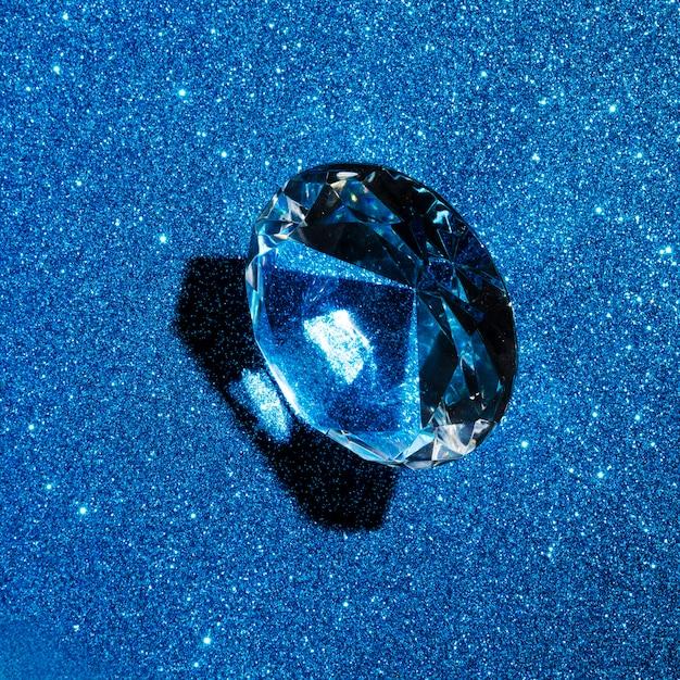 Diamante circular no fundo de textura azul glitter Foto gratuita