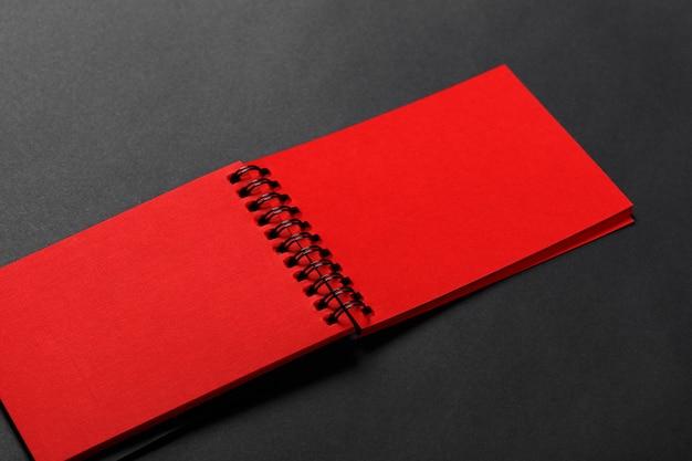 Diário de cor vermelha Foto Premium