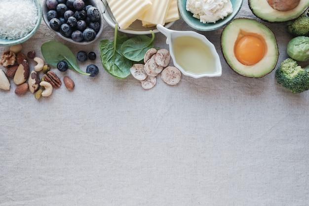 Dieta cetogênica, baixa carb, alta gordura, alimentação saudável Foto Premium