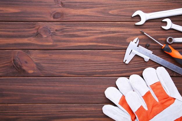 Diferentes ferramentas de construção em madeira marrom Foto Premium