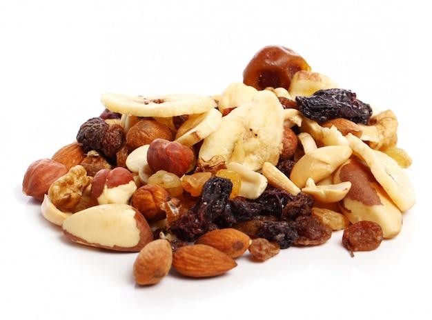 Diferentes frutas secas Foto gratuita
