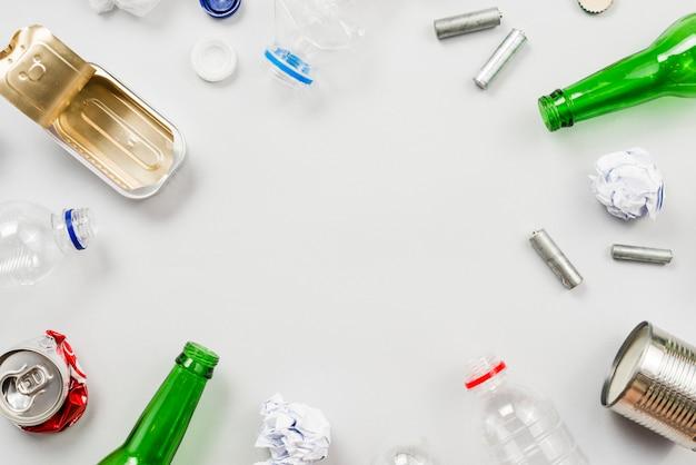 Diferentes tipos de lixo necessários para reciclagem Foto gratuita