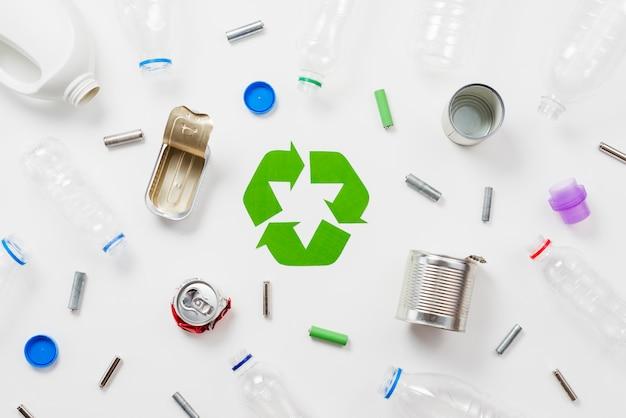 Diferentes tipos de lixo para reciclagem Foto gratuita