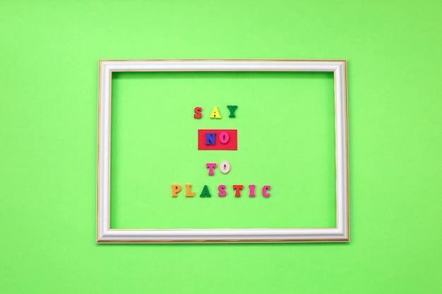 Diga não ao plástico em letras de madeira em verde Foto Premium