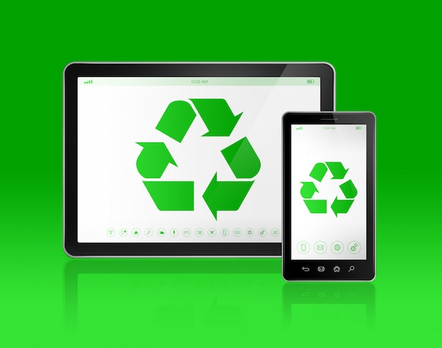 Digital tablet pc com um símbolo de reciclagem na tela. conceito ecológico Foto Premium