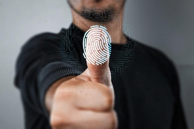 Digitalizando uma impressão digital para identificação Foto Premium
