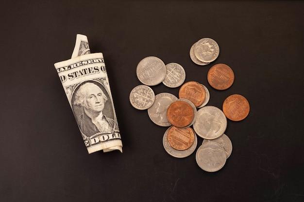 Dinheiro, cédulas de dólares americanos, centavo, níquel, centavo. conceito de finanças e economia. Foto Premium