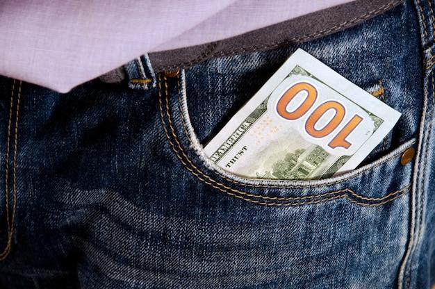 Dinheiro no bolso Foto Premium