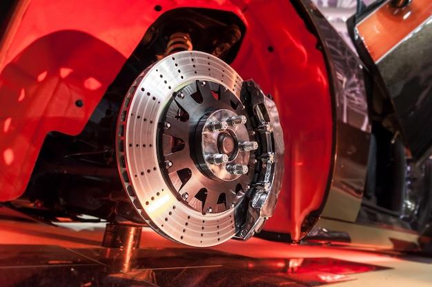 Disco de freio e um cubo de roda Foto Premium