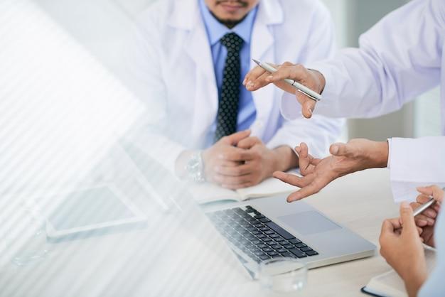 Discussão médica Foto gratuita