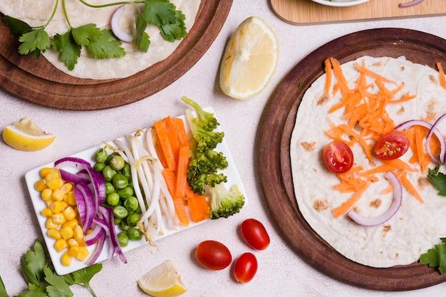 Disposição leiga de variedade de alimentos saudáveis Foto gratuita