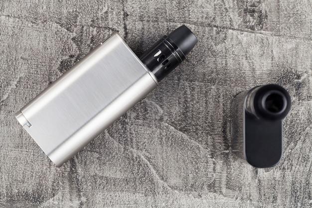 Dispositivo de vaping em um fundo concreto. Foto Premium