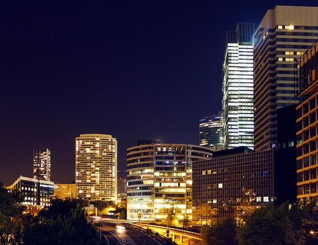 Distrito de negócios de paris à noite Foto Premium