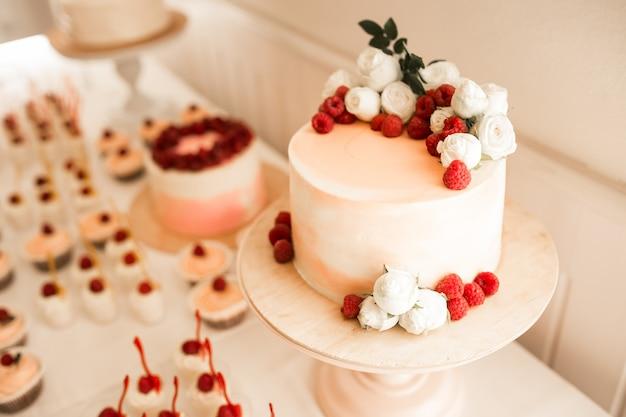 Doces e sobremesas de casamento Foto gratuita