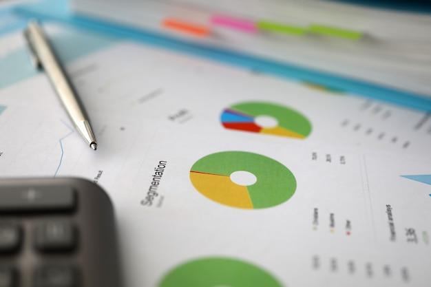 Documento com relatório de diagrama e estatísticas Foto Premium