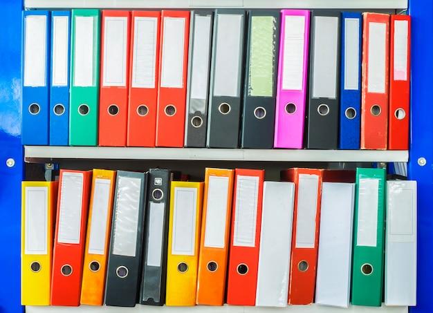 Documento de pasta de escritório colorido Foto Premium