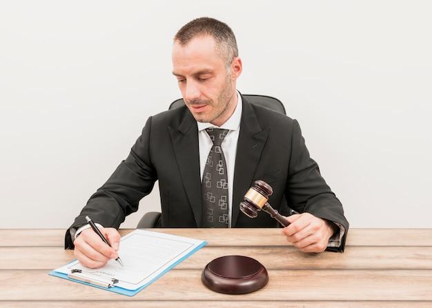 Documento de preenchimento de advogado Foto gratuita