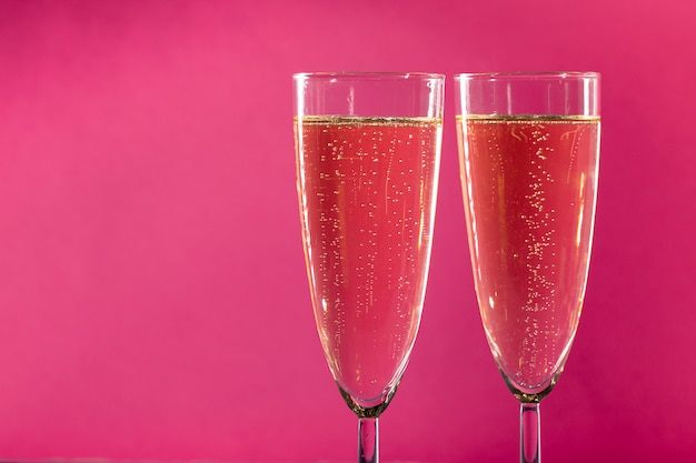Dois copos de vinho espumante Foto Premium