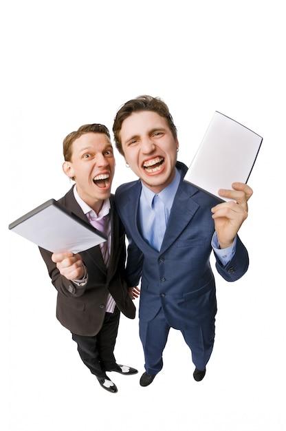 Dois jovens que oferecem dvds à venda Foto gratuita