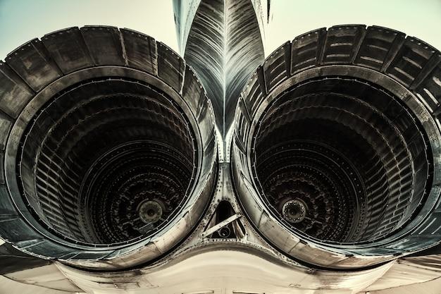 Dois motores de cauda de jato Foto Premium