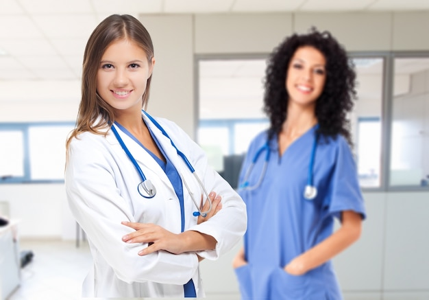 Dois, sorrindo, femininas, doutores Foto Premium