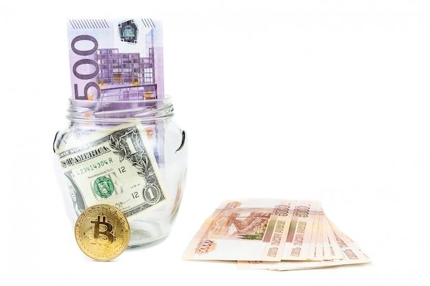 Dólar e bitcoin fundo branco Foto Premium