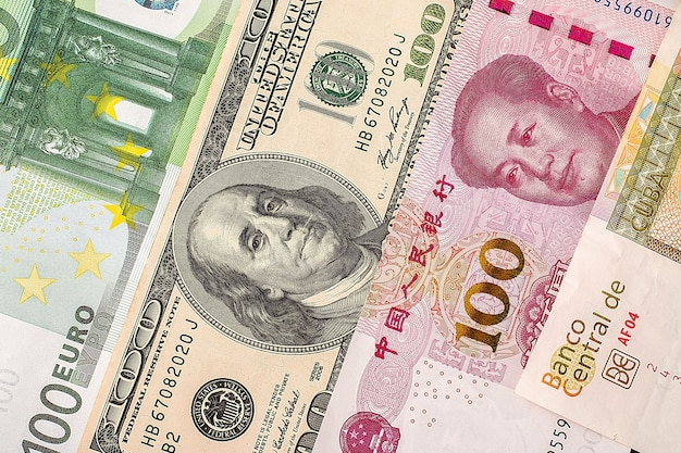 Dólares, euro e yuan closeup Foto Premium