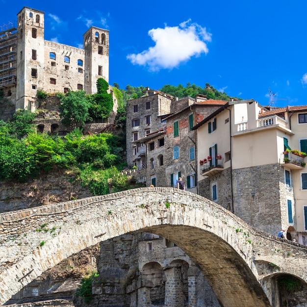 Dolceaqua, vila medieval na ligúria, itália Foto Premium