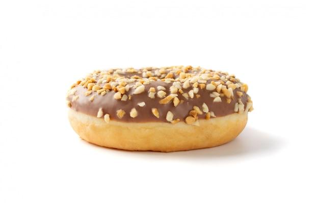 Donut marrom com nozes isolado Foto Premium