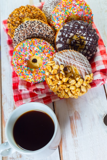 Donuts e café Foto Premium
