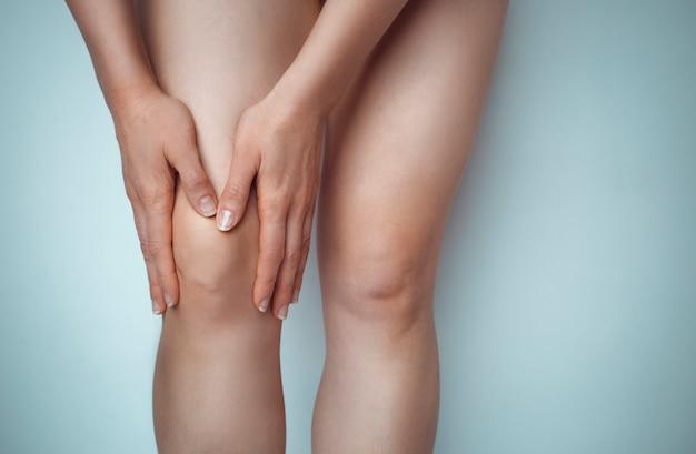 Dor na articulação do joelho Foto Premium